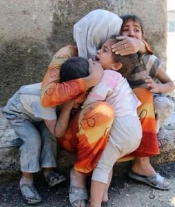 Yezidische Frau mit Kindern nach einem ISIS-Angriff © ezidipress.com