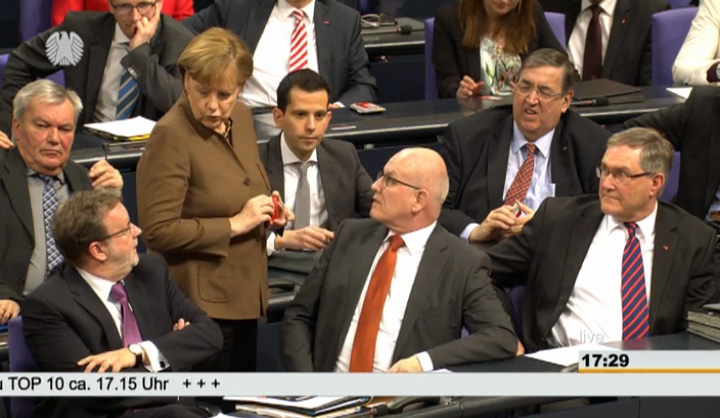 Bundeskanzlerin Merkel, Kauder (r.)
